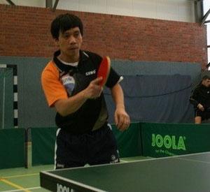 Cuong gewinnt beide Spiele im oberen Paarkreuz.