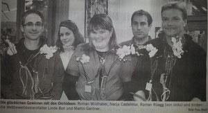 Die glücklichen Gewinner mit den Orchideen:Roman Wildhaber, Nadja Castelmur, Roman Rüegg (von links) und hinten die Wettbewerbsveranstalter Linda Bon und Martin Gantner