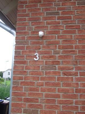 Die Hausnummer ist angebracht