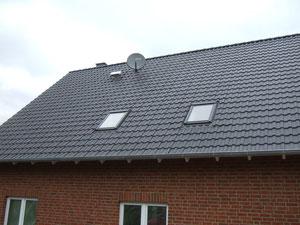 SAT-Schüssel auf dem Dach