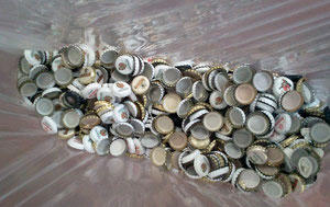 Kronkorken sammeln wir im Kollektenkörbchen in St. Joseph und im Wertstoffwagon! Danke!
