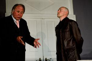 Hans Brix als Arthur Brinkmann, mit Frank Hupke als Kommissar