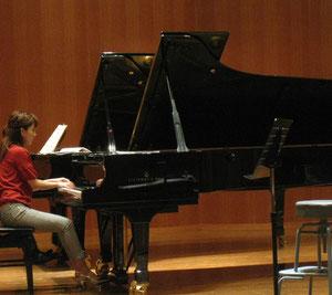 ベートーヴェンのイメージカラーの赤を着て行きました。