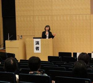 講演 : 信田理事長
