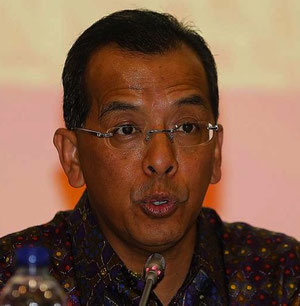 Garuda Indonesia's former boss Emirsyah Satar is suspected of bribery, after corruption allegations came to light.