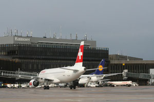 Passenger aircraft at Hanover Airport – courtesy: HAJ