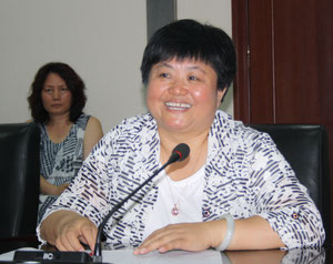 Mrs Xu Ping follows Li Keqiang's instructions  -  photo: hs