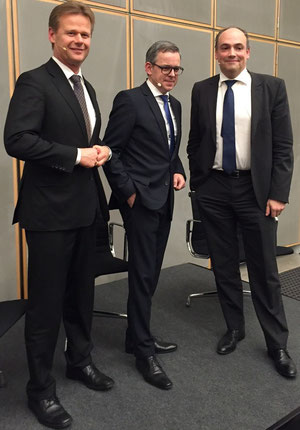 Ensured a successful evening (l > r): CEO Peter Gerber of LH Cargo / Moderator Oliver Detje of media house DVV / Hapag-Lloyd's Chief Rolf Habben Jansen  -  photo HL