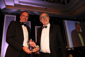 LH Cargo's Thomas Egenolf (left) receives the award from Chris Leach, ACS Chairman  /  courtesy LH Cargo