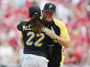 Clint Hurdle e Andrew McCutchen (Foto Jeff Curry-USA TODAY Sports)
