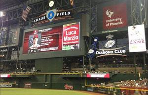 Lo schermo al Chase Field con la dedica di Buon Compleanno