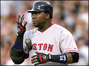 Big Papi - David Ortiz, sputa sulla mano prima di posizionarsi nel box