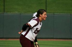 Nella foto Nadia Ballarin, shortstop della Foreman High School