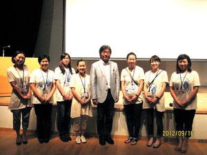 第三部の講演会で、メンバー一同♡竹内先生とともに