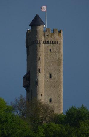 Die ganz in unserer Nähe gelegene Burg Olbrück ist das weithin sichtbare Wahrzeichen im Brohltal.