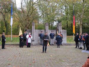 Gedenkveranstaltung zum Volkstrauertag am Werner Mahnmal.
