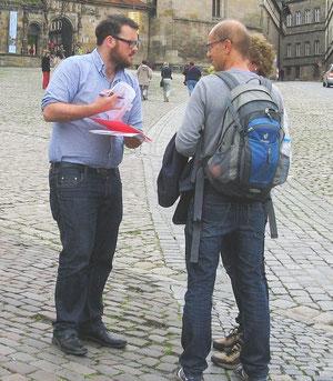 Interviewer der AfeB bei Strasseninterviews mit Passanten auf dem Bamberger Domberg (Foto: AfeB/ 2014)