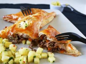 Fleisch-Gemüse-Tascherl / Ananas-Chili-Salsa