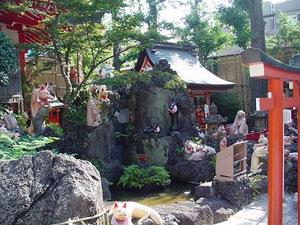 京浜伏見稲荷神社の狐の像