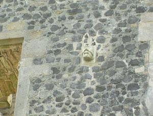 Der Neidkopf am Westturm der Weidelsburg