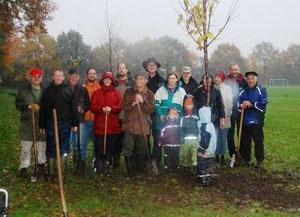 Teilnehmer der Baumpflanzaktion, Foto P. Meiwald
