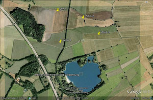 Der kleine Bornhorster See mit den vier markierten Windkraftstandorten