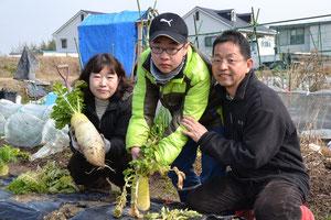 20130202 大根の収穫日 C2区画沖さん一家