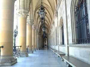 ウィーン市庁舎のアーチ回廊