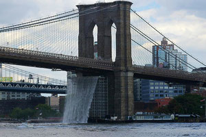 Waterfall an der Brookly Bridge