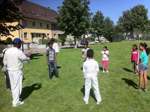 Cricket at the Olten City Integrationsamt activity day (8.9.2012)