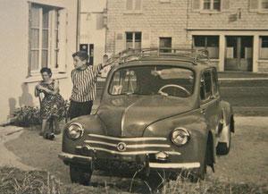4CV Renault dotée d'une galerie