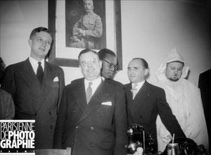 En 1954, inauguration à la gare de Lyon d'un bureau d'accueil pour les travailleurs en provenance d'Afrique du Nord