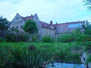Zentrale Gebäude des Pommritzer Instituts