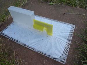 Der Nassenheider Verdunster ist optimal für die Verdunstung von Ameisensäure gegen die Varroa-Milbe ausgestattet.