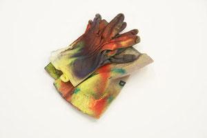 """©VG Bild-Kunst Bonn, 2016 / Foto: Olaf Bergmann   Abgebildet sind die Editionen """"Geldsack"""" und """"Handschuh"""", welche jedoch getrennt voneinander als zwei eigenständige Editionen angeboten werden."""