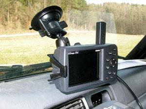 Garmin GPSMap 276C mit RAM-Mount Saugnapfhalterung