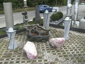 Kunstoffbrunnen mit 3 Granitlampen