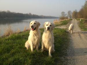 Charlotte und Emma am Rhein
