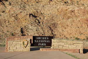 Foto: Einfahrt Arches Nationalpark