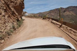 Foto: Gegenverkehr auf dem Apache Trail