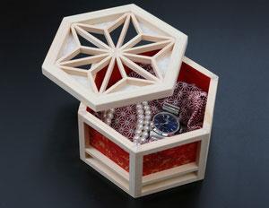 箱の中の貴金属は商品に含まれていません