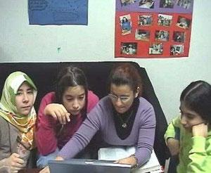 Senem Ciftic mit ihren Mädels