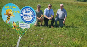 Gärtner Stephan Rackl, Bürgermeister Alois Scherer und Seniorchef Johann Pröpster (v.l.) - Foto: Gleisenberg