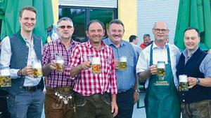 Ein Prosit auf das Lauterhofener Volksfest.