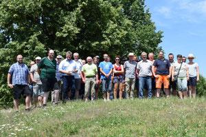 Die Seminarteilnehmer auf dem Schlittenhügel mit Bürgermeister Horst Kratzer