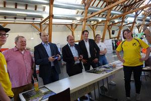 Die Prominenz beim virtuellen Fußballmatch (Foto Stadt Neumarkt)