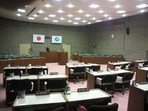 築50年、建て替え迫る伊賀市議会議場