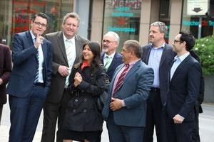 CDU vor Ort: Ahmet Ekin führte die Gruppe durch den Stadtteil und machte auf Probleme und Chancen aufmerksam.