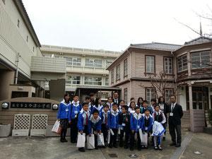 西宮市立今津小学校を訪問するSFA英文小学校生