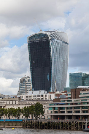 """Walkie-Talkie, Londres, Inglaterra, 2014-08-11, DD 098"" by Diego Delso. Licensed under CC BY-SA 4.0 via Wikimedia Commons - http://commons.wikimedia.org/wiki/File:Walkie-Talkie,_Londres,_Inglaterra,_2014-08-11,_DD_098.JPG#mediaviewer/File:Walkie-Talkie,_"